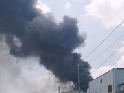25秒丨突发!莱芜汶阳工业园一工厂发生大火 现场浓烟滚滚