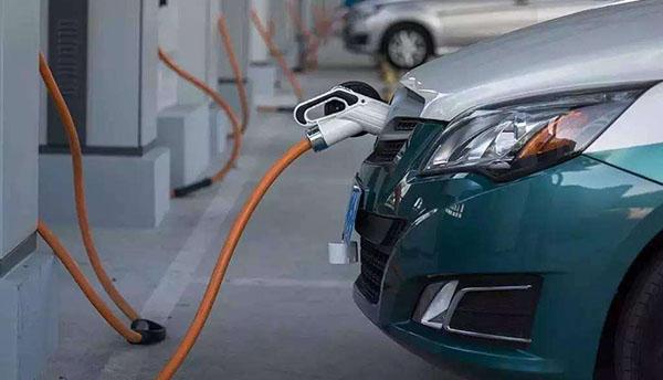 小Q说车丨7月SUV自主品牌销量大跌 新能源汽车为何频频自燃