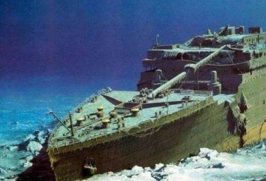 """泰坦尼克号沉船塌陷 """"船长浴缸""""消失,时间轴回顾撞击冰山瞬间"""