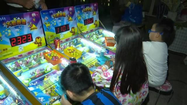 41秒打卡济南百花洲夜市丨套圈VS游戏机 你的童年我的童年好像都一样