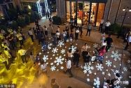 组图丨济南商业街上演灯光秀 点亮市民夜生活