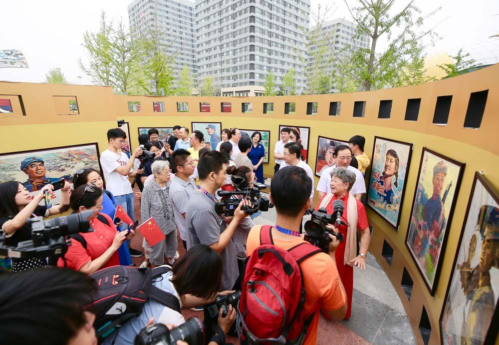 青岛这个百幅精致电影海报展浓缩了新中国发展的光辉历程