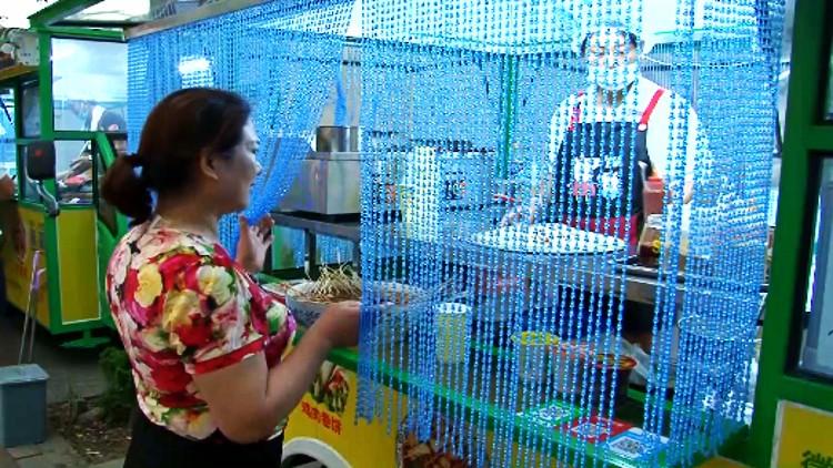 """82秒丨环保餐车来了!潍坊""""小吃一条街""""变身规范摊点群"""