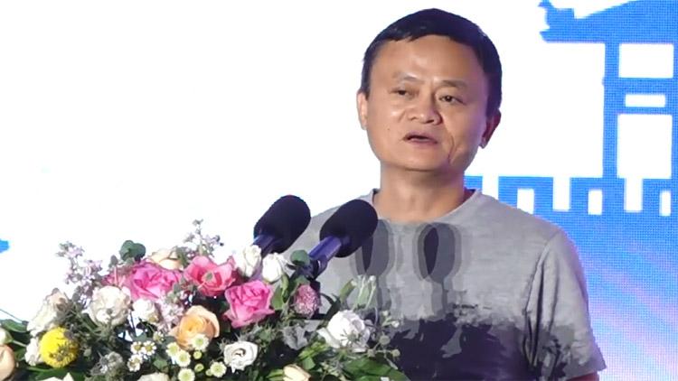 马云现身山东 称最后一次以阿里巴巴董事长身份来参加农村淘宝论坛