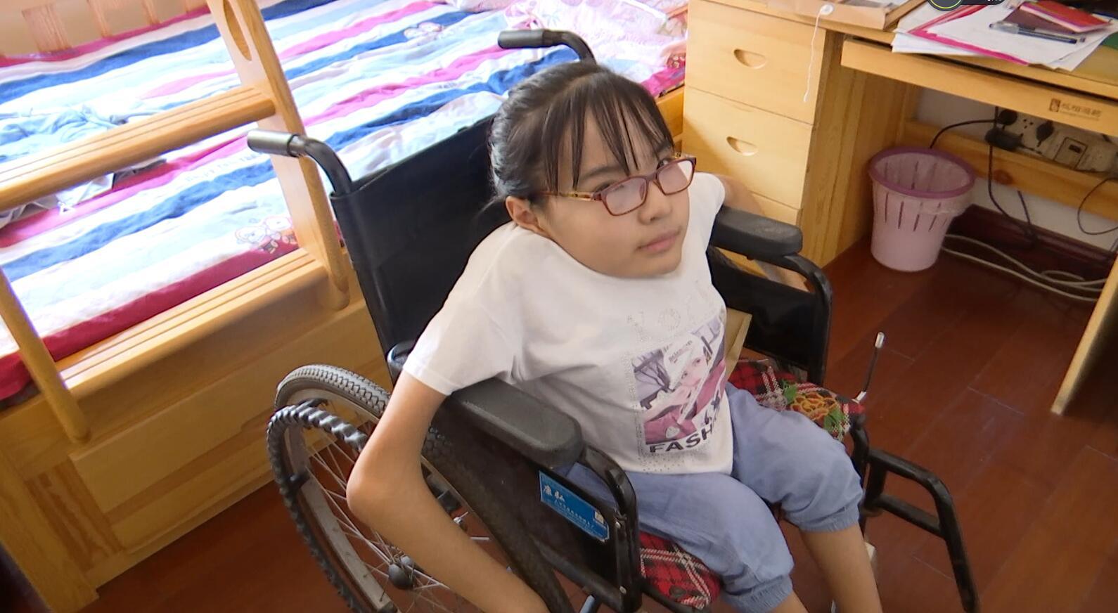 闪电送学行动丨滨州残疾女孩步入大学校园 12年求学路由妈妈抱着完成