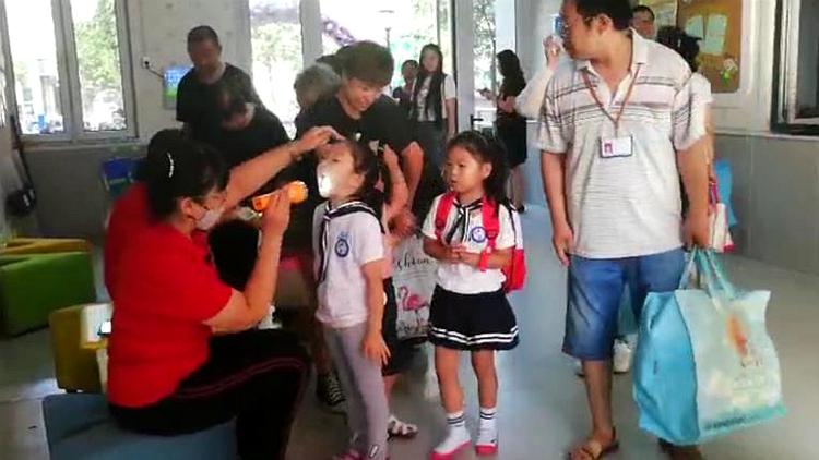 """33秒丨幼儿园迎新生!一起围观萌宝们的""""人生第一课"""""""