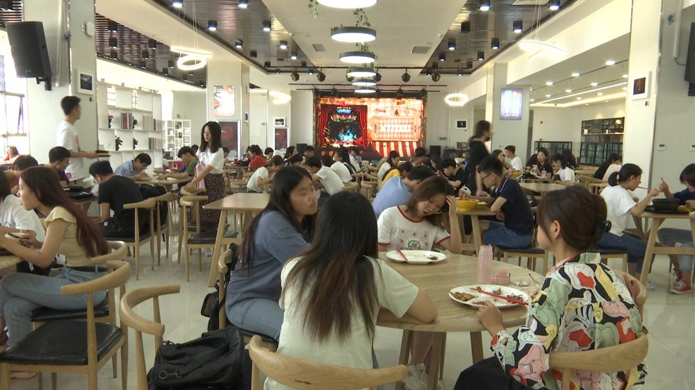 中西餐汇聚!山东财经大学网红餐厅迎来新老同学