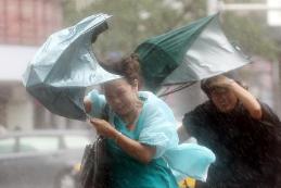 """台风""""玲玲""""来袭!山东半岛有降雨 烟威有大到暴雨局部大暴雨"""