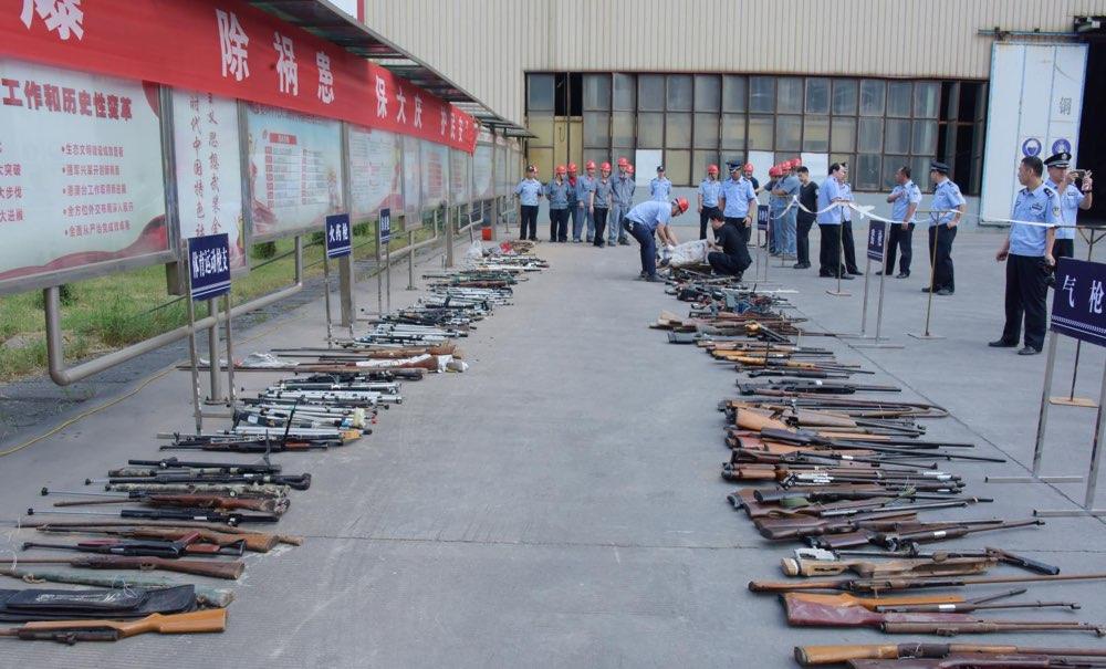 现场堪称兵器库!淄博公安集中统一销毁900余件非法枪爆物品