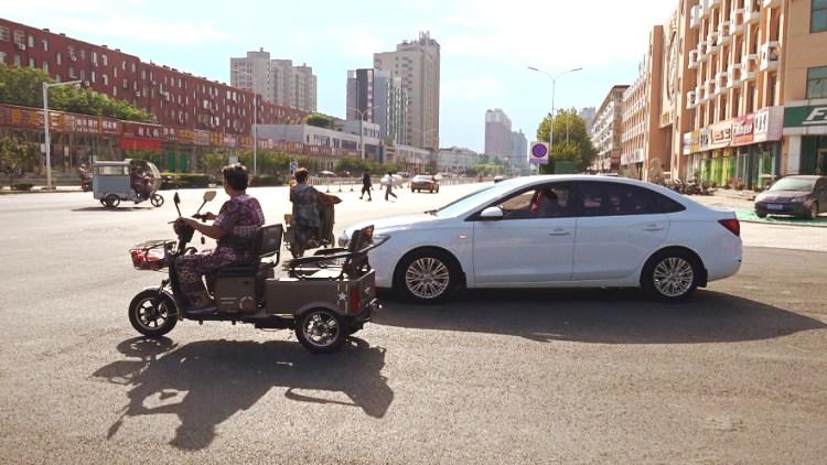 """77秒丨""""断头路""""通了但别急着走!潍坊和平路北段交通设施仍待完善"""