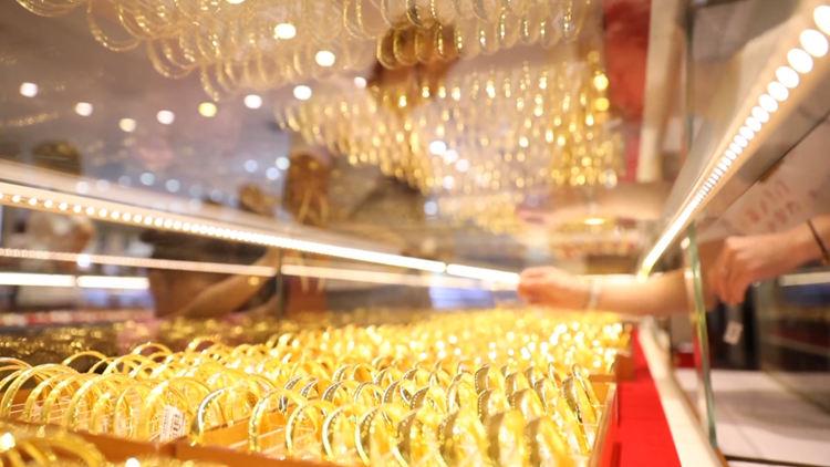 55秒|不差钱!每克黄金涨一百 难挡顾客购买热情