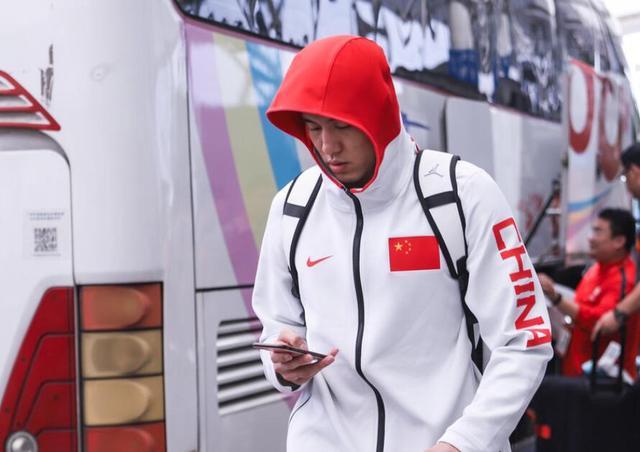 中国男篮抵达广州入住国足驻地酒店 曝两队餐厅被分开