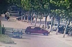 撞车就跑!认识这辆红色肇事车请与东阿交警联系