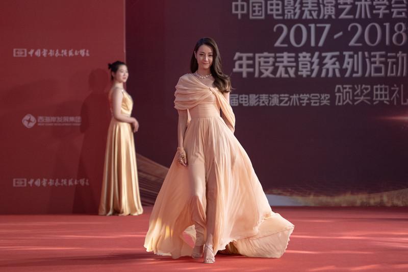 组图|老中青三代电影人齐聚青岛 直击明星红毯现场