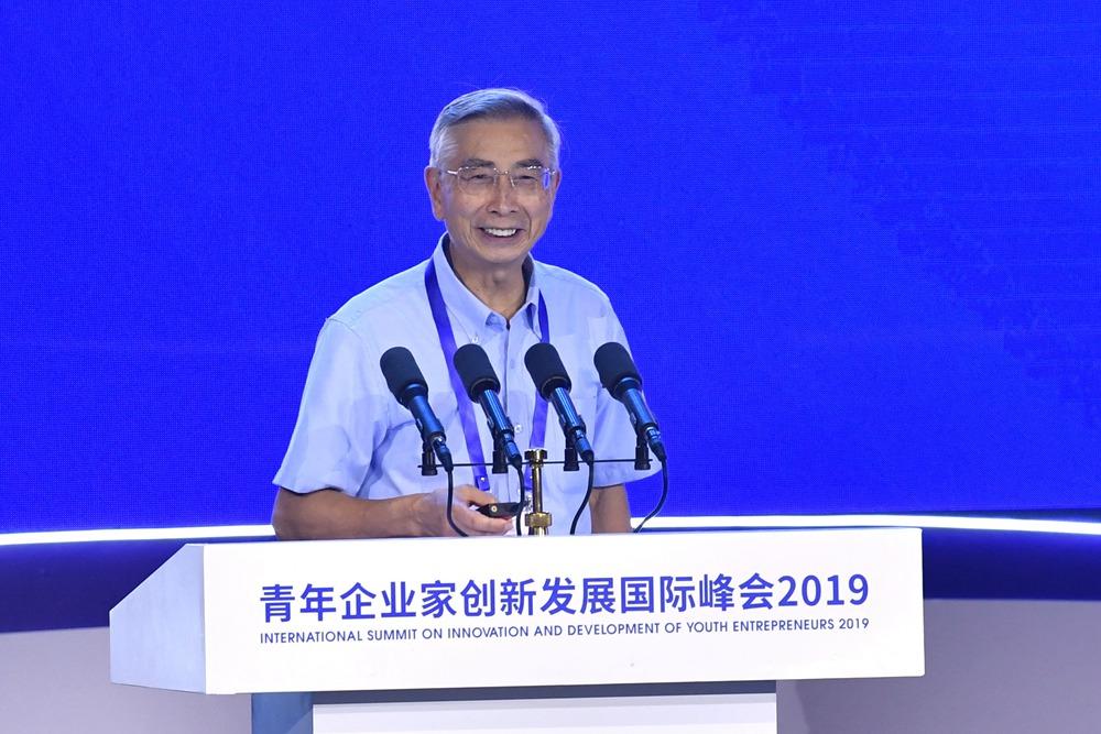 33秒丨中国工程院院士倪光南直言:中国的工程师外国也怕