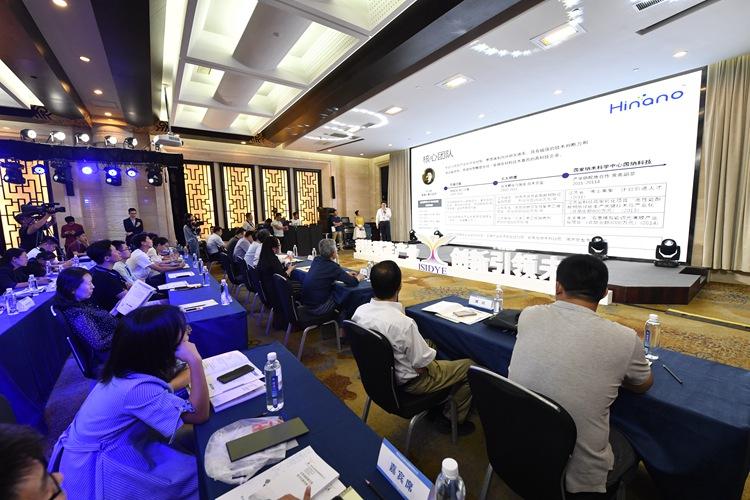 5G通信、人工智能等17个创业项目登台路演 青企峰会为青年创新创业搭建舞台