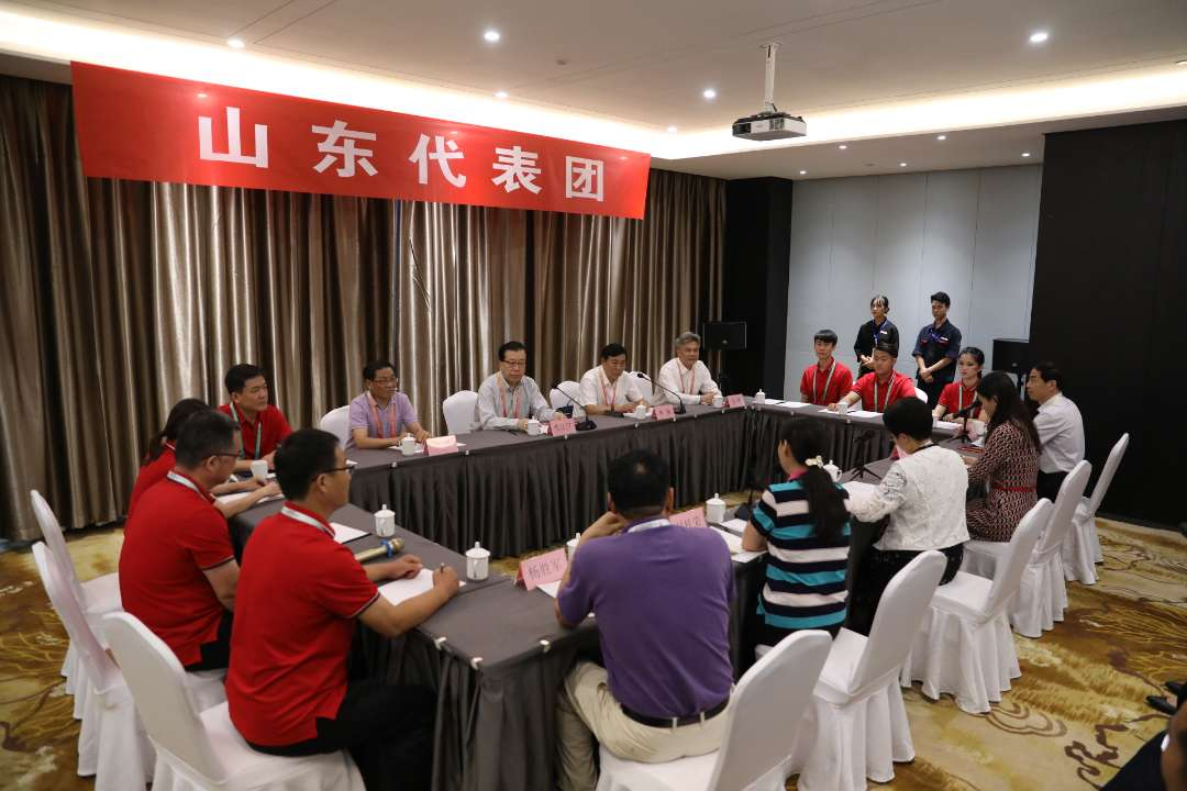 张江汀看望山东参加第十一届少数民族传统体育运动会的运动员和教练员