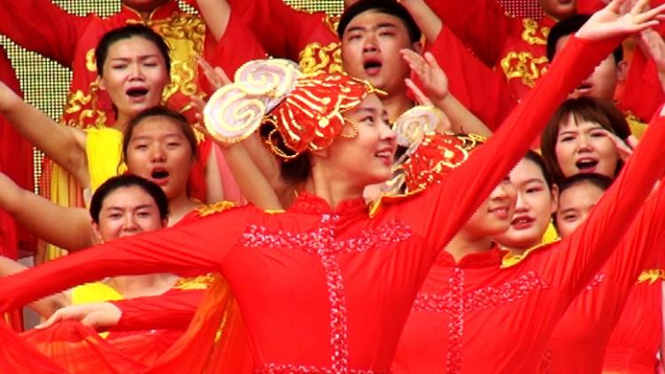 56秒丨热爱祖国、致谢师恩!潍坊昌乐9000余名学生这样欢庆教师节