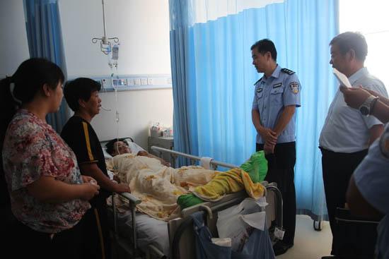 夫妻车祸中受伤,滨州民警帮助申请10万元救助基金