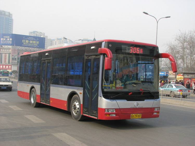 54秒丨乘客突发急性心梗 济南公交车变身救护车