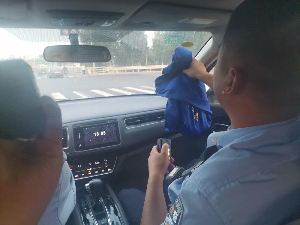 """紧急救援! 淄博、潍坊两地警车接力上演""""速度与激情"""""""