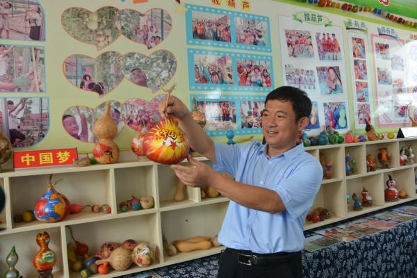 """黄河滩区教育的守望者杨其山:双""""100""""校长与他的田园学校"""