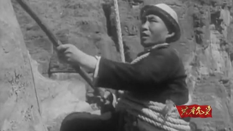 """爹牺牲儿顶上,肚皮都磨出老茧……30万人10年血汗铸就""""新中国的奇迹"""""""