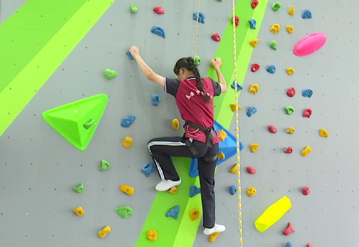 山东首所国家级攀岩特色学校落户泰安
