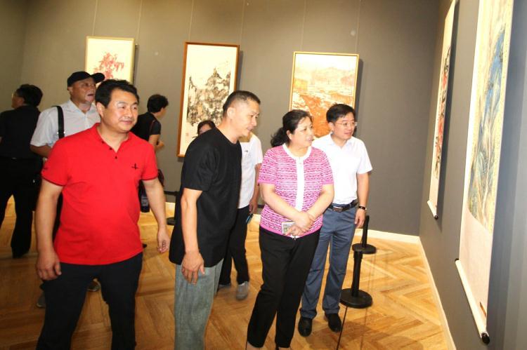 """庆祝新中国成立70周年""""盛世华章""""潍坊市优秀美术作品展开展"""