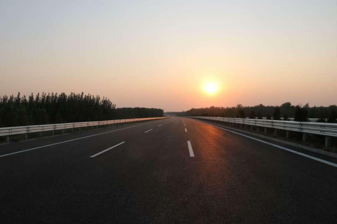 青兰高速东阿至聊城段主线路面全线贯通