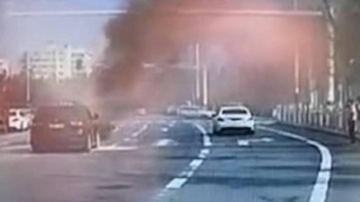 17秒|私家车突发自燃 烟台5名公交司机接力施救
