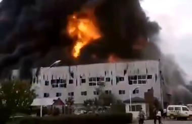 临沂兰山区枣园镇一塑料厂起火 火势已被扑灭无人员被困