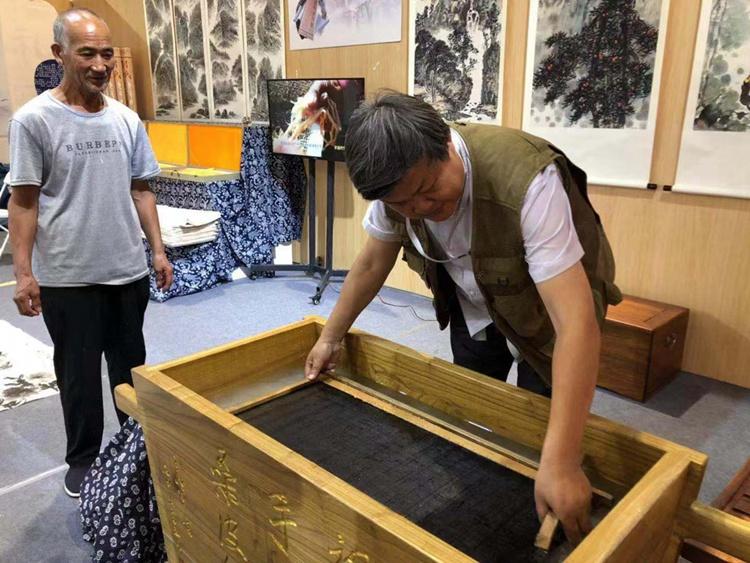 图游文博丨360年历史传承21代,水捞纸浆手工制作成就国画用纸