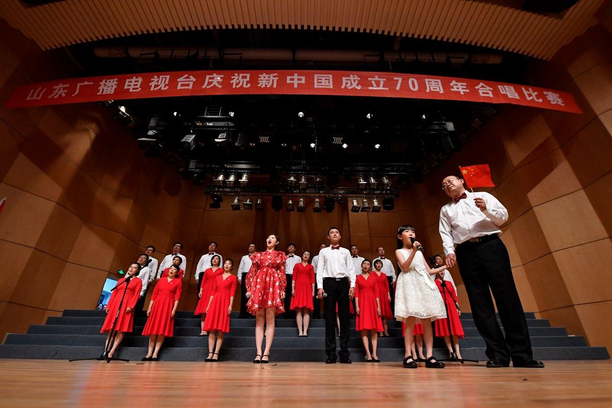 """唱响新时代主旋律!山东广播电视台举行干部职工""""迎国庆 唱红歌""""活动"""