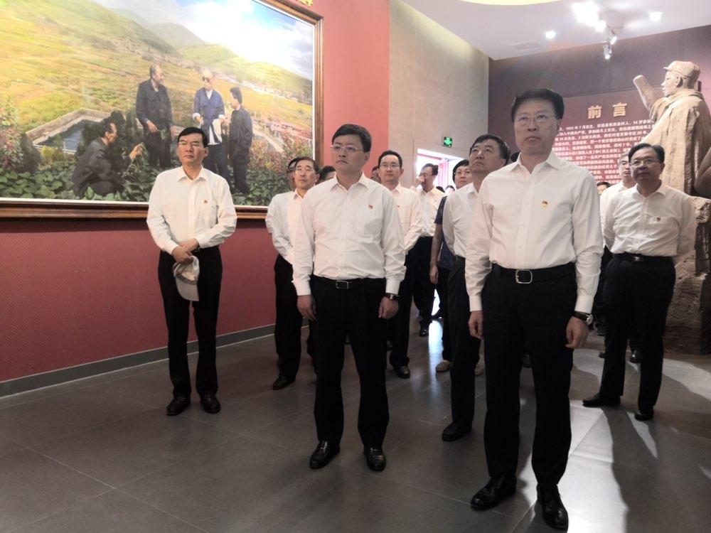 点赞楷模!淄博市委书记江敦涛为他竖起大拇指