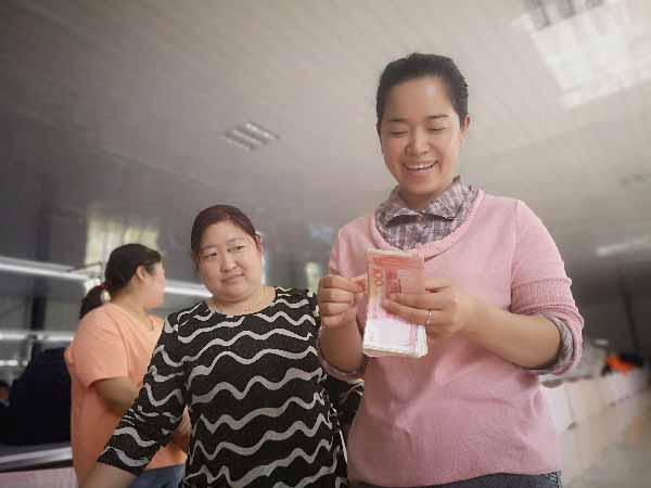 沂南县扶贫车间里的别样丰收 村民农忙时节有了额外收入