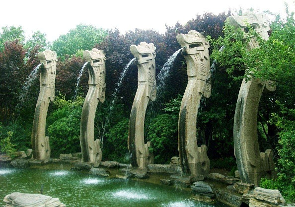 带你看龙,一次性五条,不要钱!济南五龙潭公园29号起免费开放