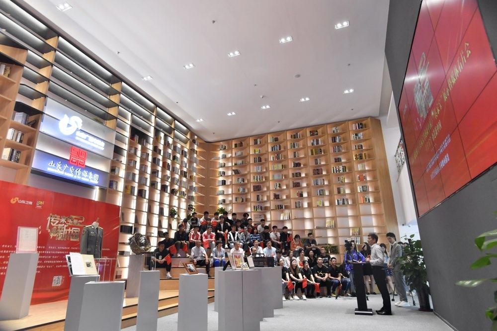 """《传家宝里的新中国》10月2日开播 97式军装""""见证""""香港回归"""