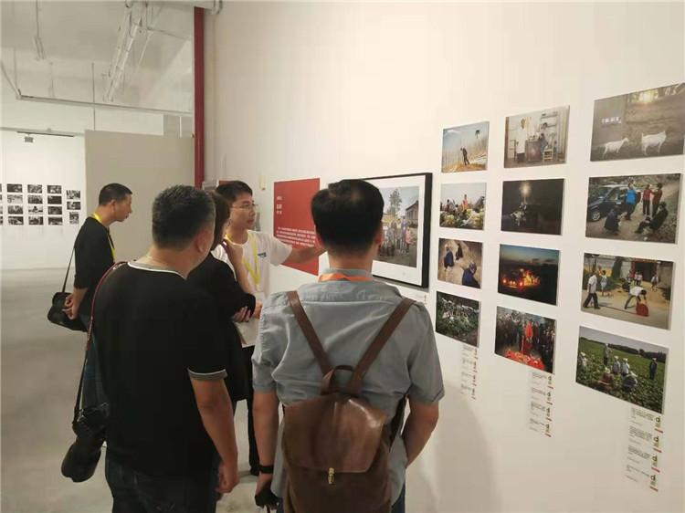 聚焦第27届全国摄影艺术展|《潘庄村》:14年光影记录一座村庄时代变迁