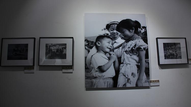 """组图:""""印象·逐梦""""潍坊老照片展 重现潍坊发展记忆"""