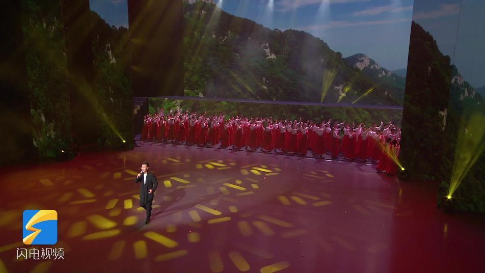 """【""""五星红旗迎风飘扬""""文艺演出】大气磅礴!刘和刚唱响《我们是黄河泰山》"""