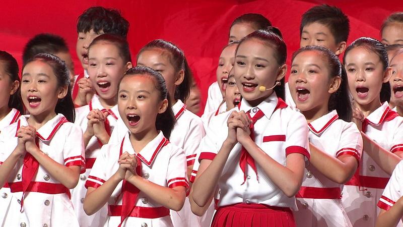 """【""""五星红旗迎风飘扬""""文艺演出】燃!《今天是你的生日》《红旗飘飘》唱出美好祝福"""