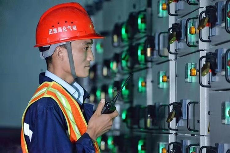 """1晚敷设1万多米电缆!济南地铁3号线""""电通""""施工有点牛"""