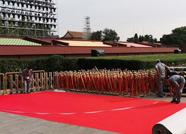 """2.4万平方米""""滨州造""""红毯走上阅兵场 原料来自废旧矿泉水瓶"""
