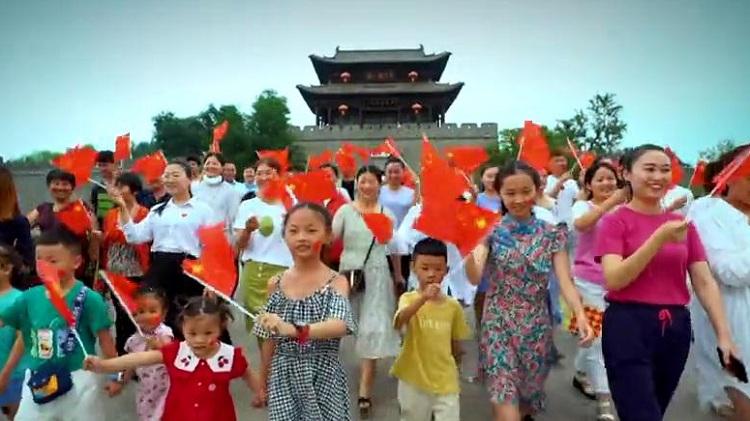 6分钟超美快闪!TA们在台儿庄古城唱响《我和我的祖国》