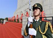 烈士纪念日,济南千名干部群众英雄山共祭先烈