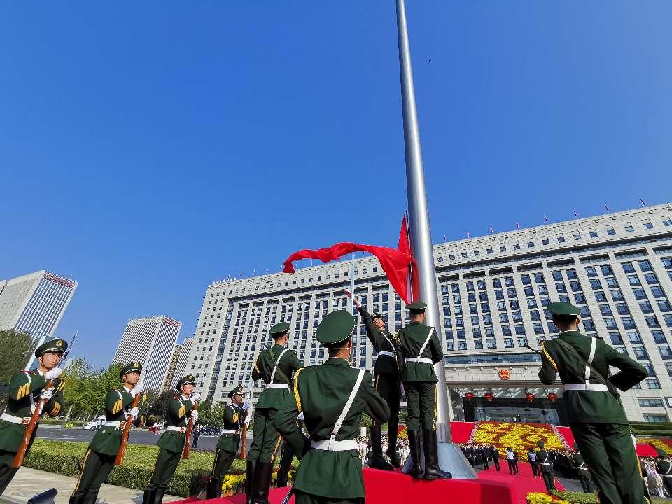 济南市隆重举行升旗仪式 庆祝新中国成立70周年