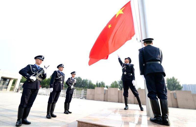 淄博市公安局举行升国旗仪式并集中观看国庆大会直播