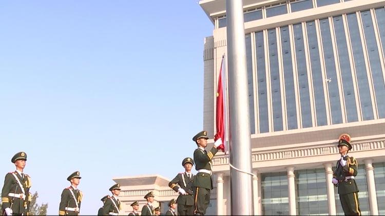 升国旗奏国歌!滨州市政广场升旗现场 各界市民抒发爱国之情