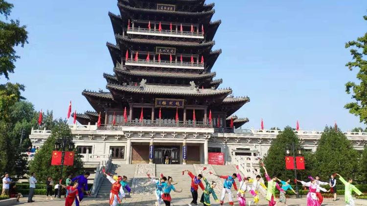53秒|泉城人民大明湖共同歌唱《我和我的祖国》 为祖国庆生
